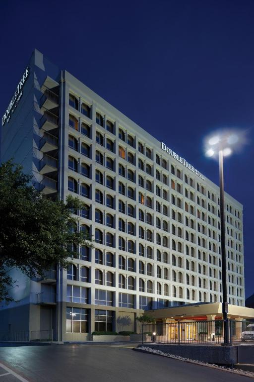 doubletree dallas market center reviews