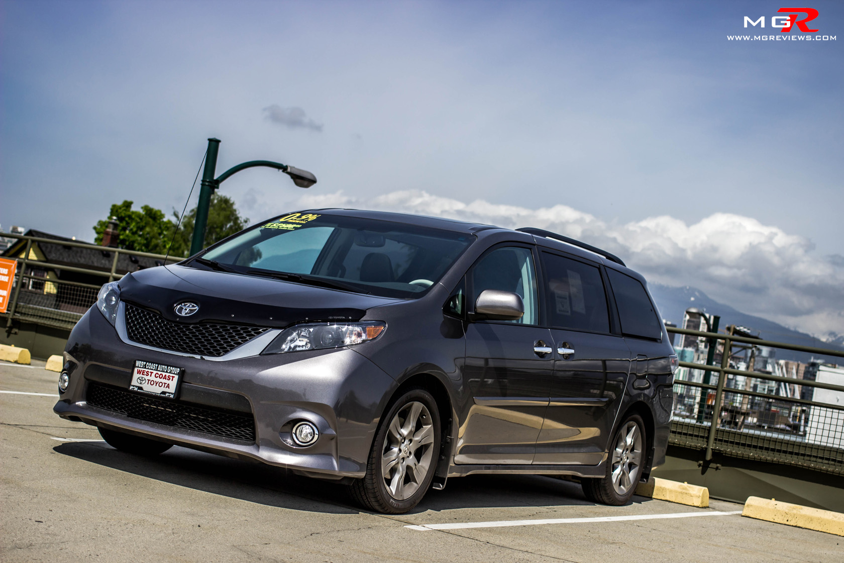 2014 toyota sienna le review