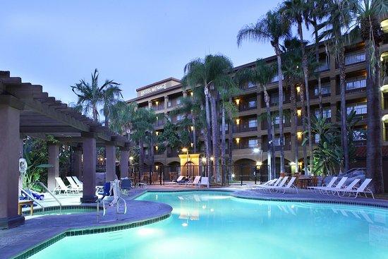 anaheim majestic garden hotel reviews